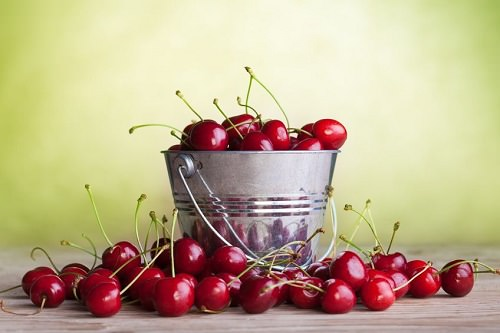 10 Amazing Reasons to Eat Cherries