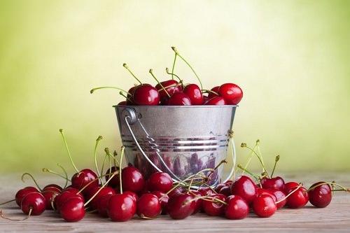 10 Amazing Reasons to Eat Cherries
