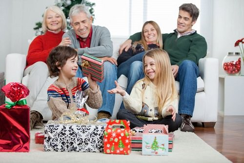 10 Reasons to Celebrate Christmas with Your Parents