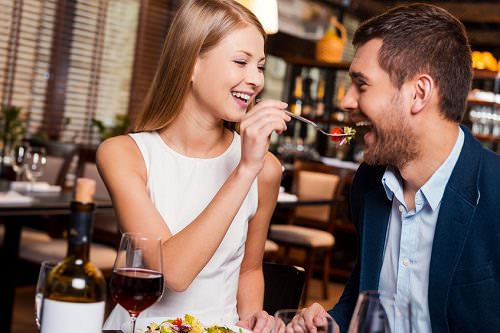 10 Foods You Should Never Eat on a Date