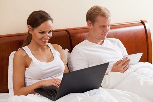 7 Ways Technology Ruins Your Relationship