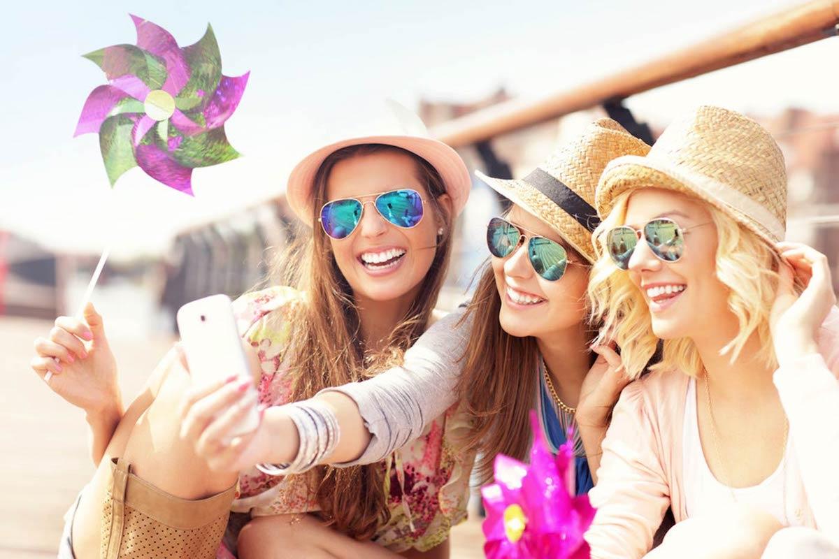 Fantastic Selfie Ideas for Friends
