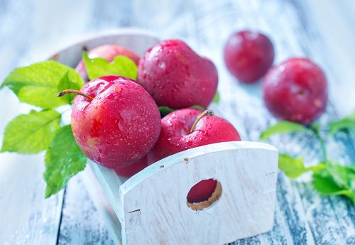 6 Reasons Plums Should Be Your Favorite Fruit This Fall