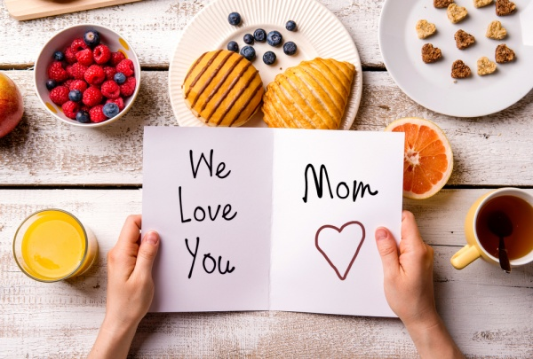 10 Mother's Day Quotes Your Mom Will Love