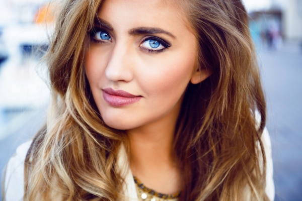 10 Ways to Make Your Blue Eyes Pop