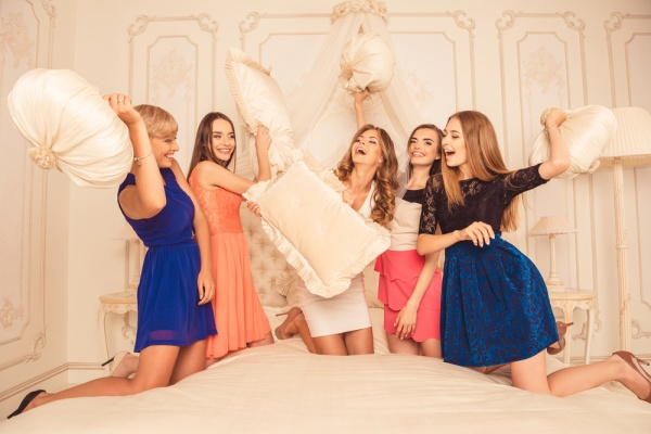 7 Ultimate Bachelorette Party Playlists