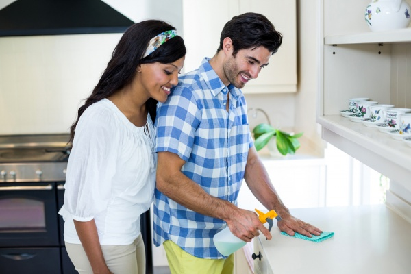 How to Split Chores with Your Spouse When You Are Both Super Busy