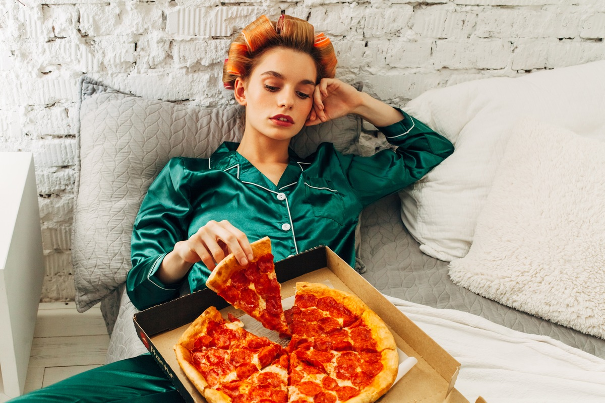 Pizza 7 Tasty Foods to Avoid Before Bed