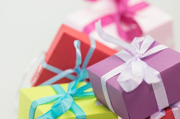 7 Ways to Go Gift Shopping with a Narcissist Without Losing Your Mind