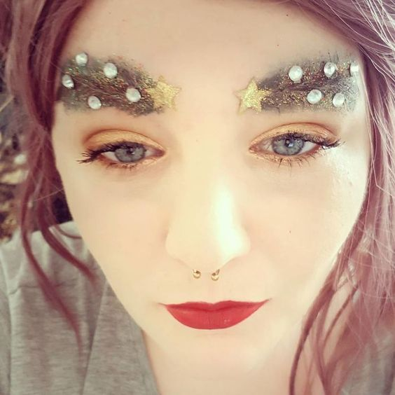 How to create your own Christmas tree eyebrows