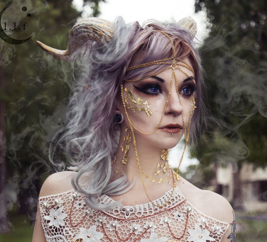 11 Mysteriously Creepy Halloween Hairstyles
